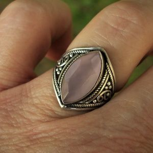 Jewelry - Rose quartz sterling silver ring size 7